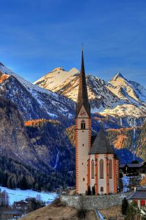 Heiligenblut Kirche mit Glockner