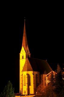 Heiligenblut Kirche bei Nacht