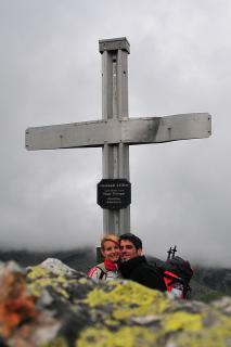 Jenny und Hannes vorm Gipfelkreuz